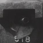 Schietgat met mitrailleur van de gietstalen koepelkazemat 518 bij de weg Mill-Volkel
