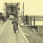 De spoorbrug bij Gennep, waar de Duitsers onder valse identiteit overheen trekken;de weg naar Mill ligt open