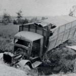 Vernielde Duitse legerauto bij St.Hubert